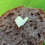 Brotscheibe mit Butterflocke