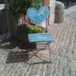 Stuhl mit Herzlehne